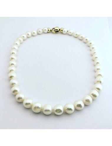 Perlų vėrinys (42 vnt.) su geltono aukso užsegimu