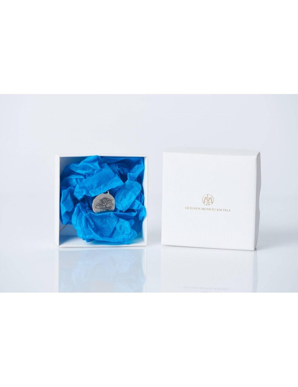 Medalis (medalionas) angelas (baltoje dėžutėje, žydru popieriumi)